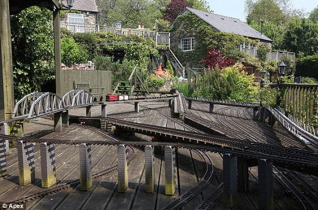 Чарльз Хьюсон: железная дорога за миллион долларов (Великобритания)