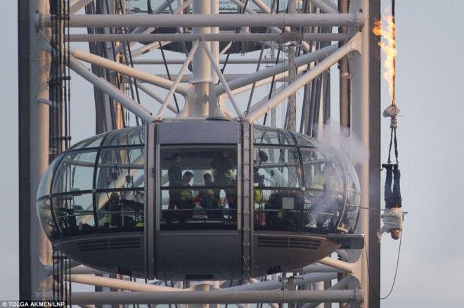 Джонатан Гудвин делает трюк на Лондонский Глаз
