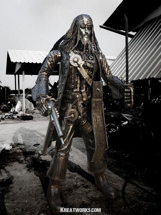 Май Саджей (Mai Sudjai) скульптуры из металлолома
