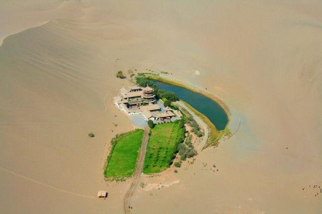 Юэяцюань: озеро полумесяца в Китае