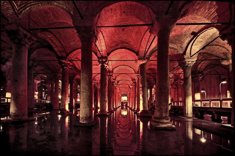 Подземный Стамбул: Цистерна Базилика (Турция)