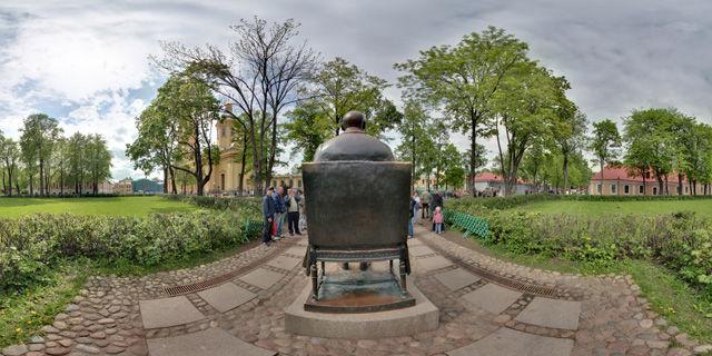 Памятник Петру I в Петропавловской крепости
