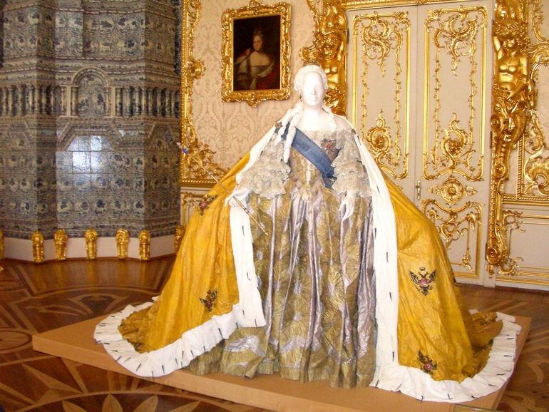 Бумажные средневековые платья от Изабель де Боршграв