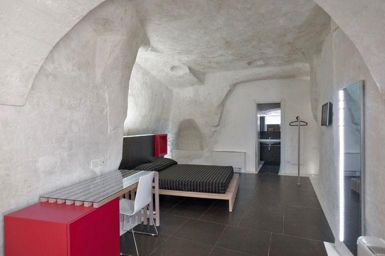 Дизайн-отель Basiliani: неолит в современной обертке (Италия)