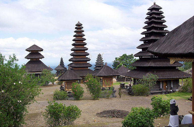 Храм Пура Бесаких: главная святыня Бали (Индонезия)