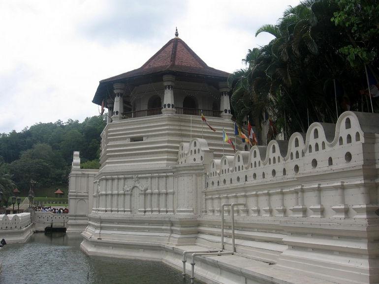 Храм Зуба Будды, Шри Далада Малигава