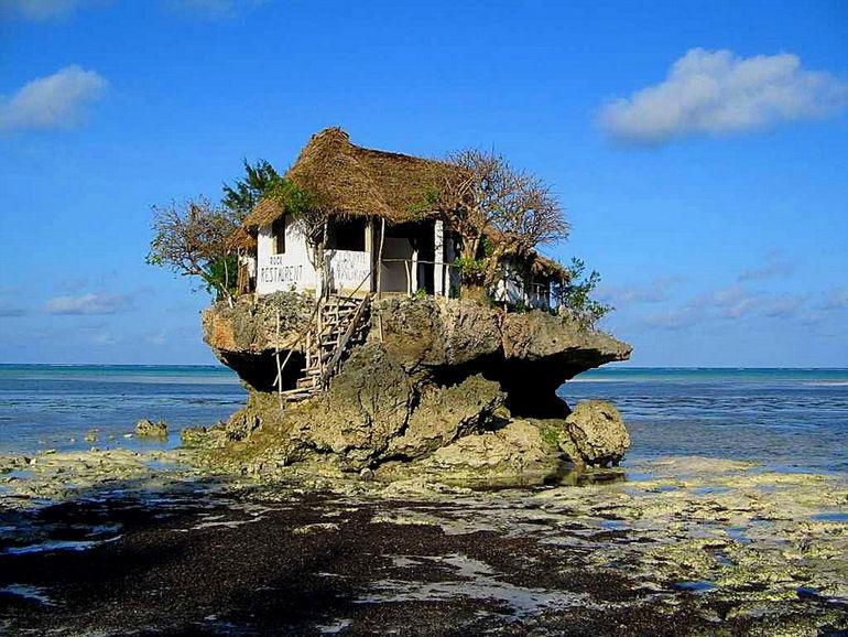 Rock: колоритный ресторан на прибережной скале (Занзибар)