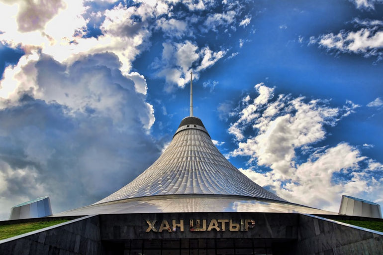 """Торгово-развлекательный центр """"Хан Шатыр"""": ханский шатер в Казахстане"""