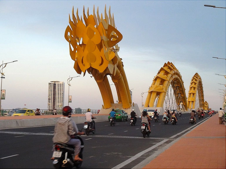 мост Dragon Bridge во Вьетнаме