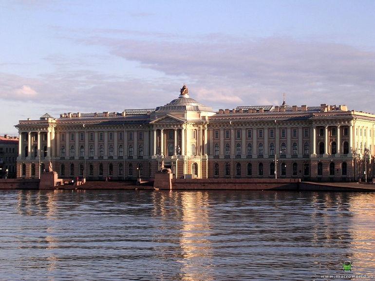 Здание Академии художеств в Санкт-Петербурге