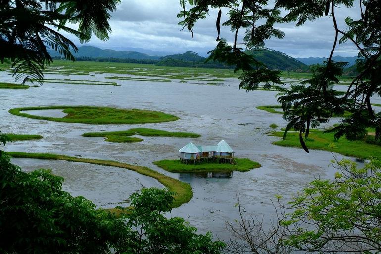 Плавающее озеро Локтак в Индии