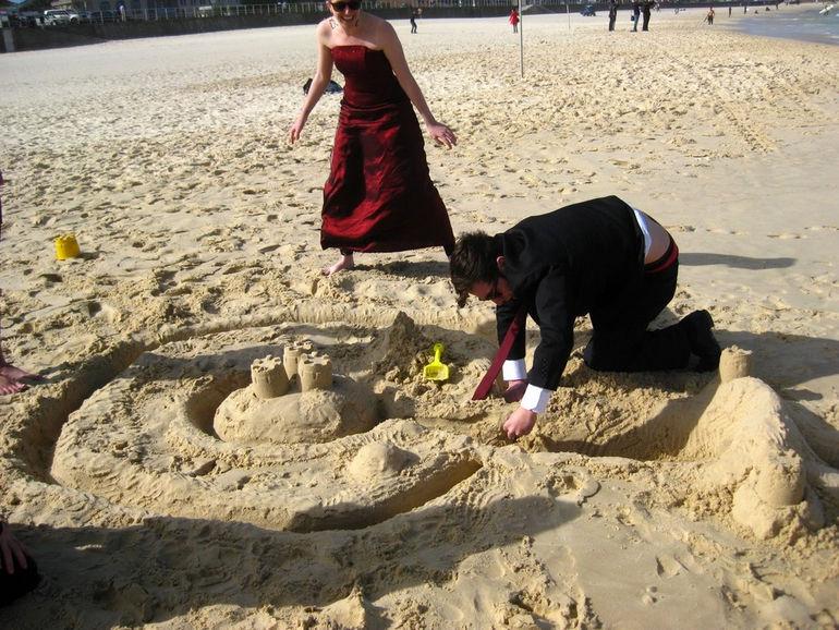 Званый вечер на пляже: флешмоб Black Tie Beach