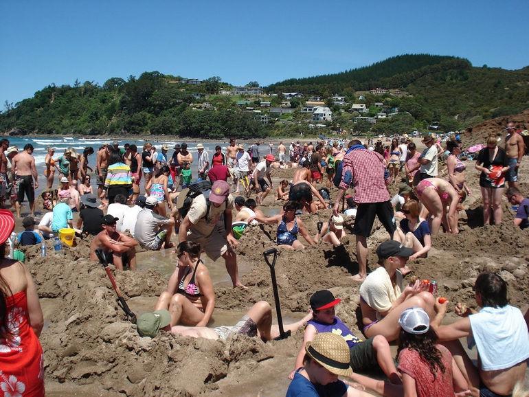 Удивительный спа-пляж Hot Water Beach в Новой Зеландии