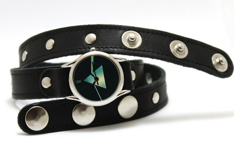 Чем привлекают женщин копии часов известных брендов?