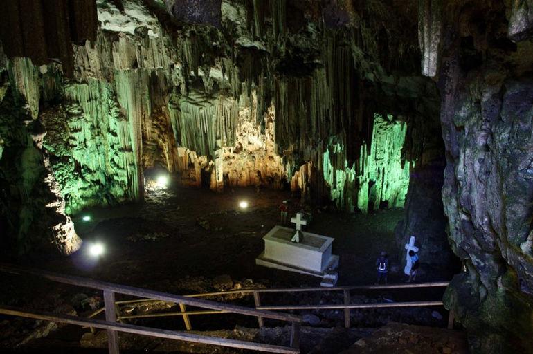 Пещеры Мелидони и Сфендони на Крите (Греция)