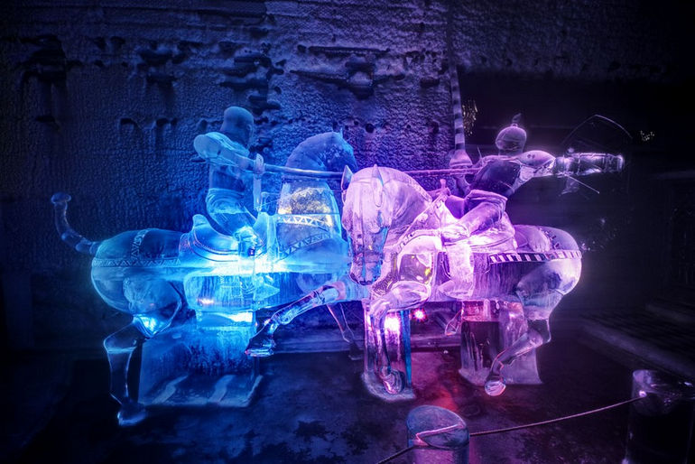 12-09-06-Ice-Carving-of-Knights-Aurora-Ice-Museum