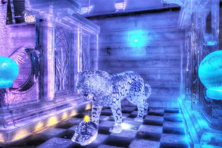 12-09-06-Ice-Carving-of-Leopard-Aurora-Ice-Museum
