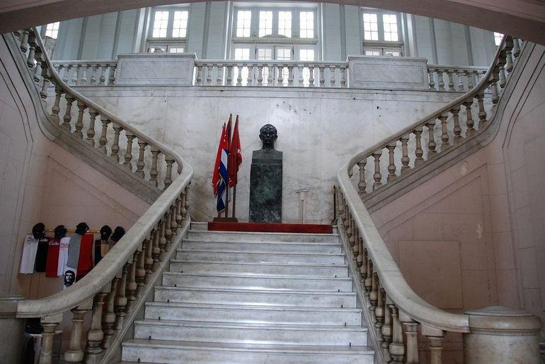 82 Cuba - Havana Centro - Museo de la Revolucion - main staircase and Jose Marti statue