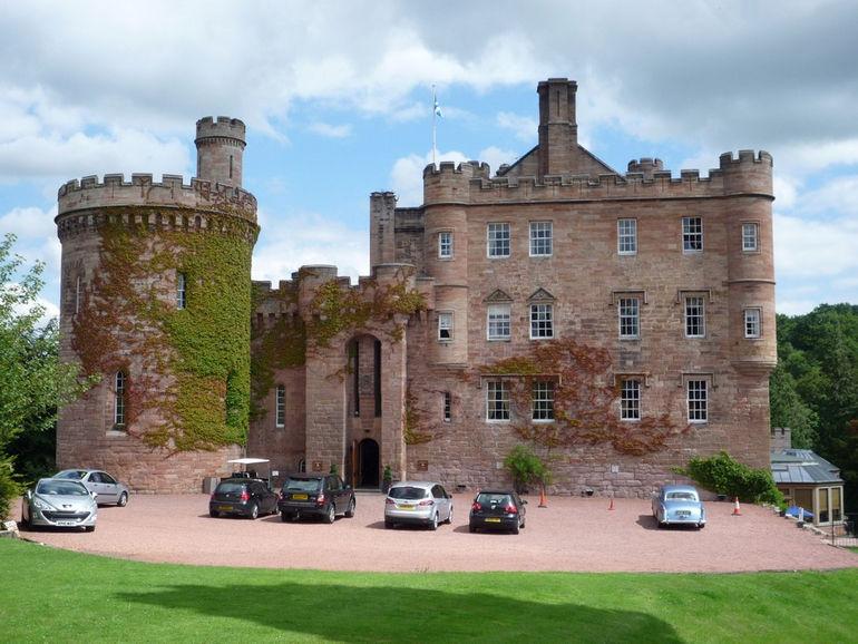 Dalhousie_Castle_350