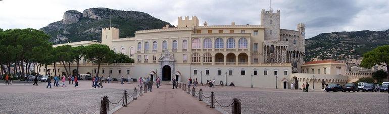 Monaco_Palace_Panorama-Berthold_Werner