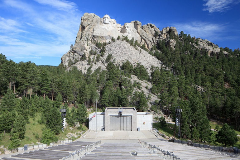 Mount-Rushmore-stage