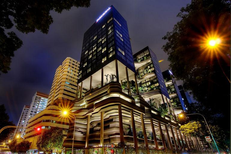 Parkroyal_on_Pickering,_Singapore,_at_night_-_20130302-03