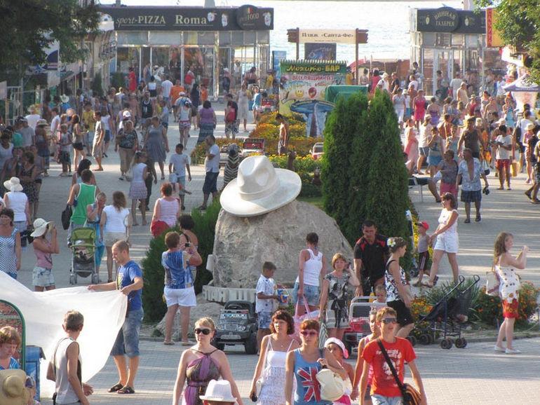 Памятник белой шляпе в Анапе