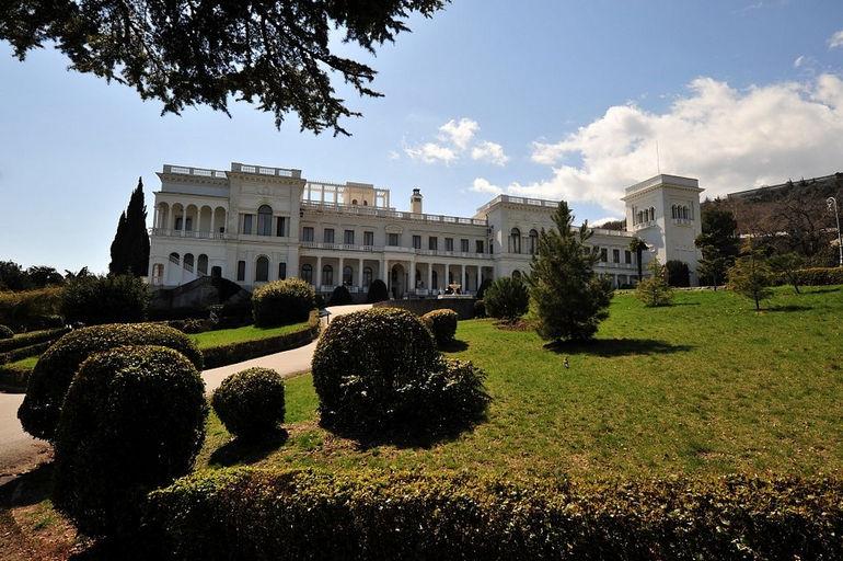 Ливадийский архитектурно-парковый комплекс: жемчужина крымского побережья (Украина)