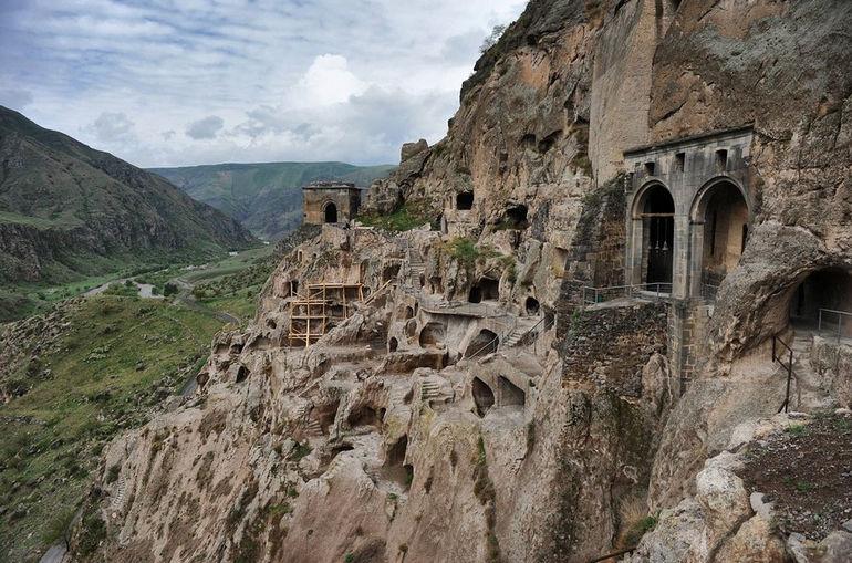 Вардзия: уникальный пещерный город Грузии