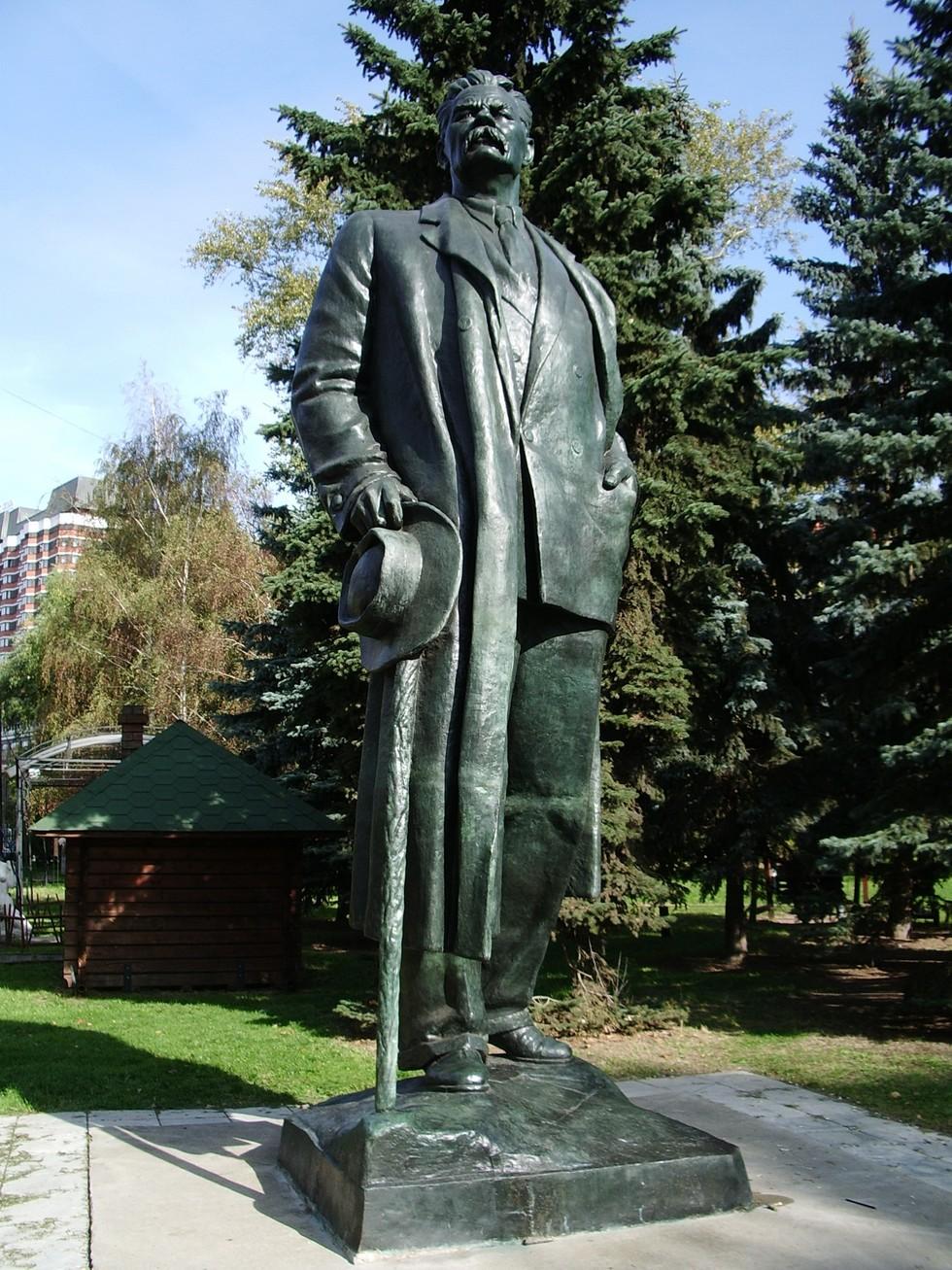 Памятник_Горькому_в_Парке_Искусств