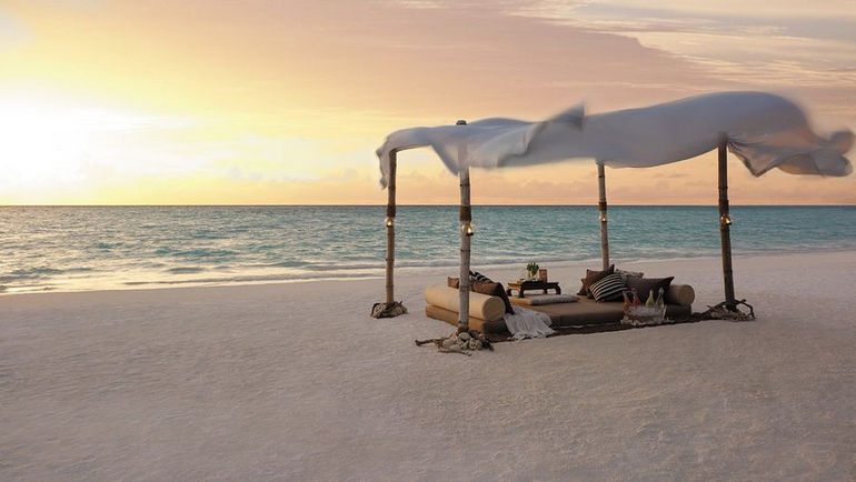 006566-01-beach-picnic