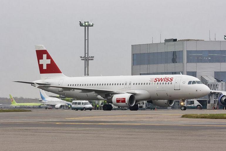 1280px-SwissAir_Airbus_A320-214