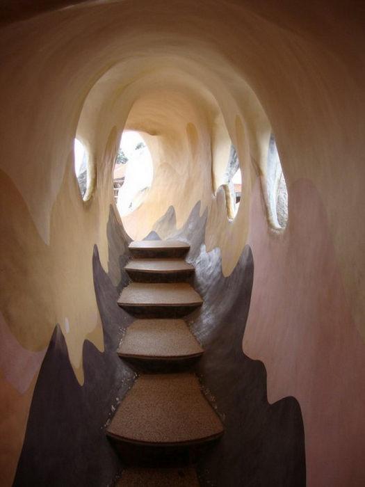 Corridore inside Hang Nga Crazy House, Dalat6