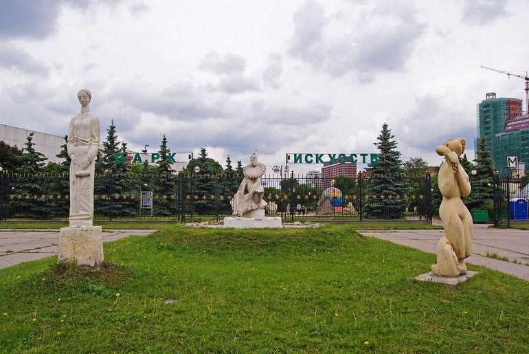 Metro_Oktyabrskaya_Muzeon_01