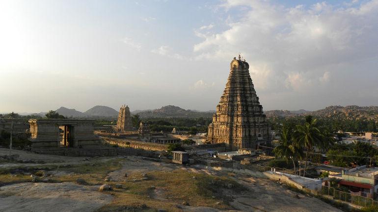 Virupaksha_Temple_at_Sunset