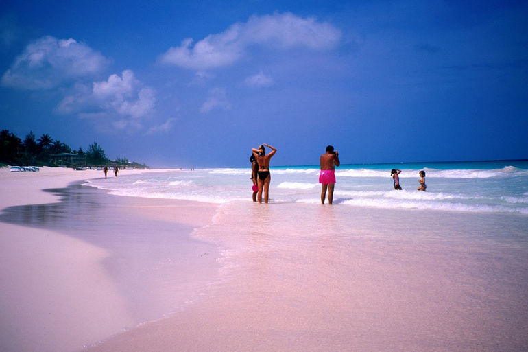 justthetravel-pink-beach-comodo-indonesia4