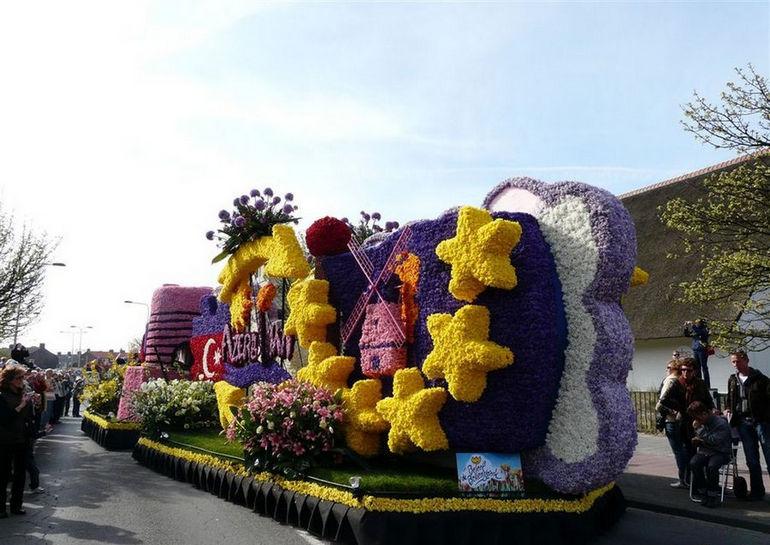 Парад цветов в Аалсмеере (Нидерланды)