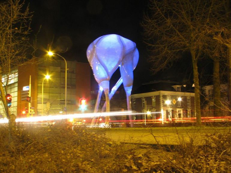 D-tower: башня, выражающая эмоции города (Голландия)