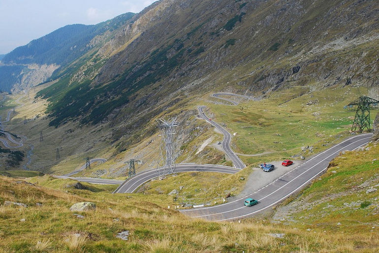 1280px-RO_B_Transfagarasan_view_towards_the_north_from_Balea_Lake_2