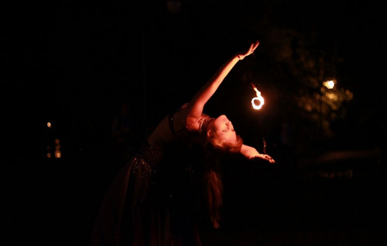 19-07-13-fire-show-photo-by-alexander-roman-2