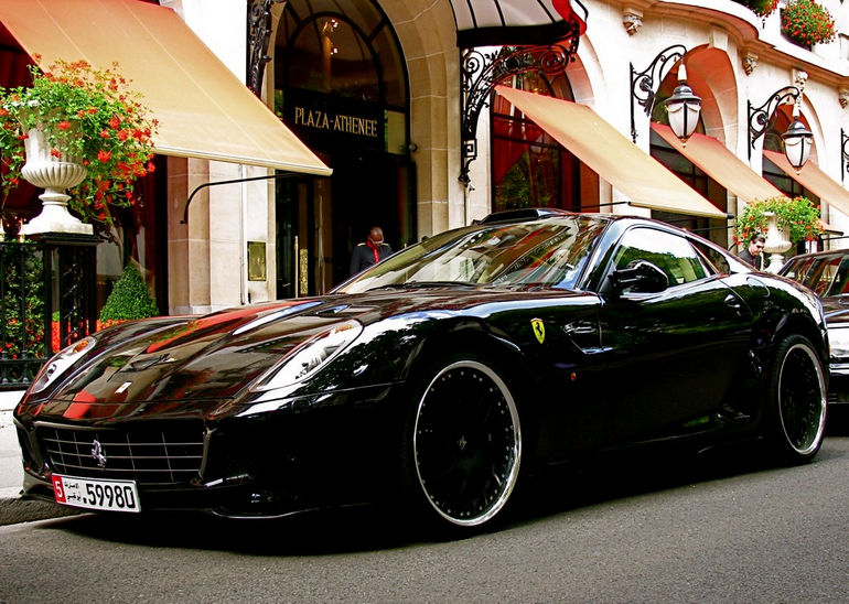 Ferrari_at_Plaza_Athenee
