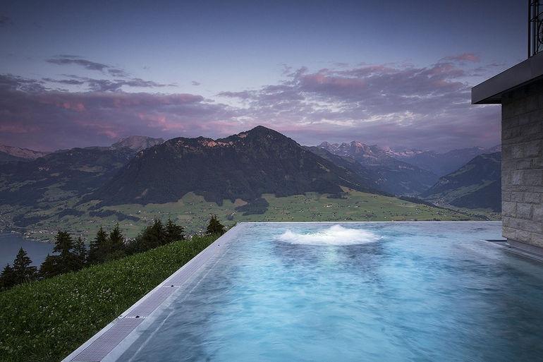 Hotel-Villa-Honegg_PoolOutdoor_DSC7903