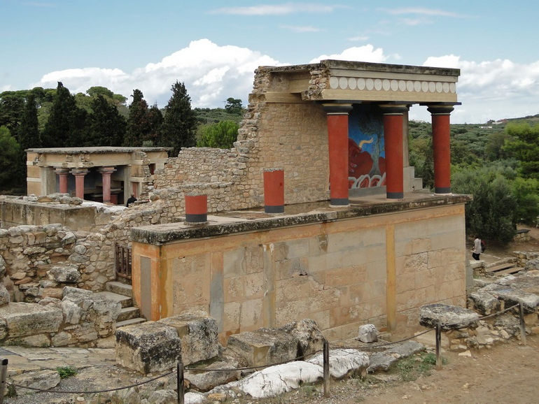 Knossos_-_North_Portico_02