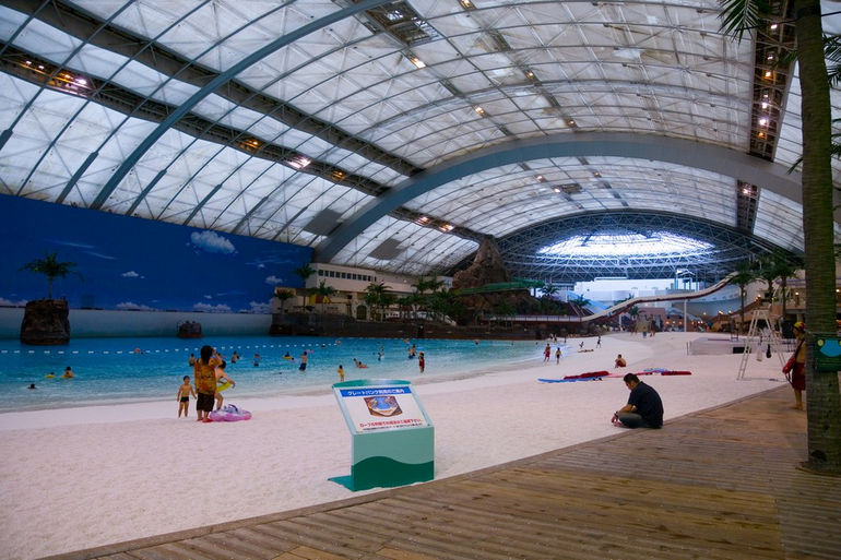 SeaGaia_-_Miyazaki_Ocean_Dome_-_inside