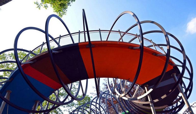 Slinky-Springs-to-Fame-22