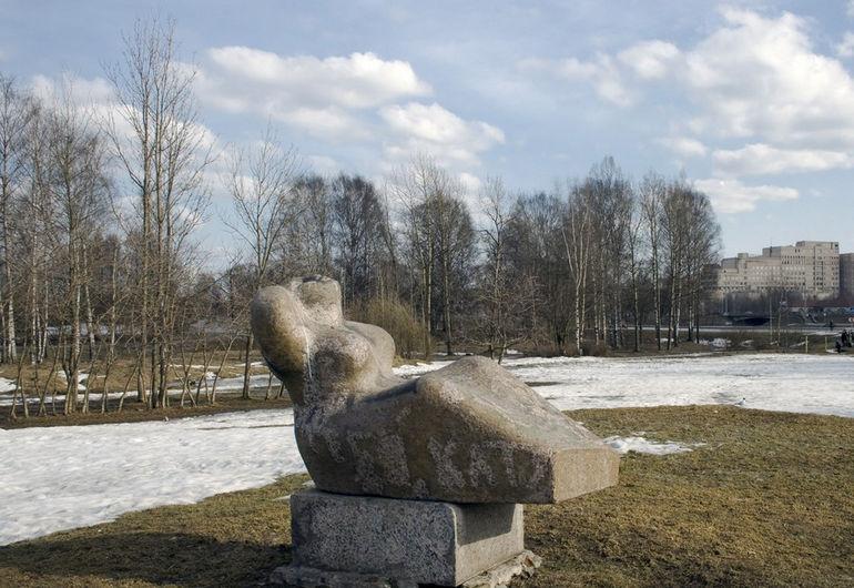 St.-Petersburg_Murinsky_park,_sculpture