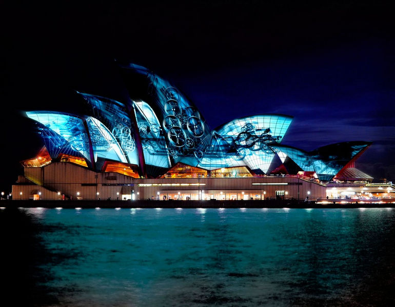SydneyOperaHouse_exterior_projection