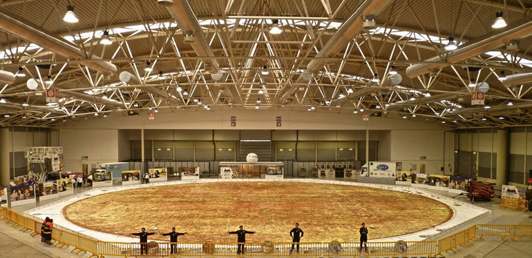The_biggest_pizza_in_the_world_www.pixanews-3
