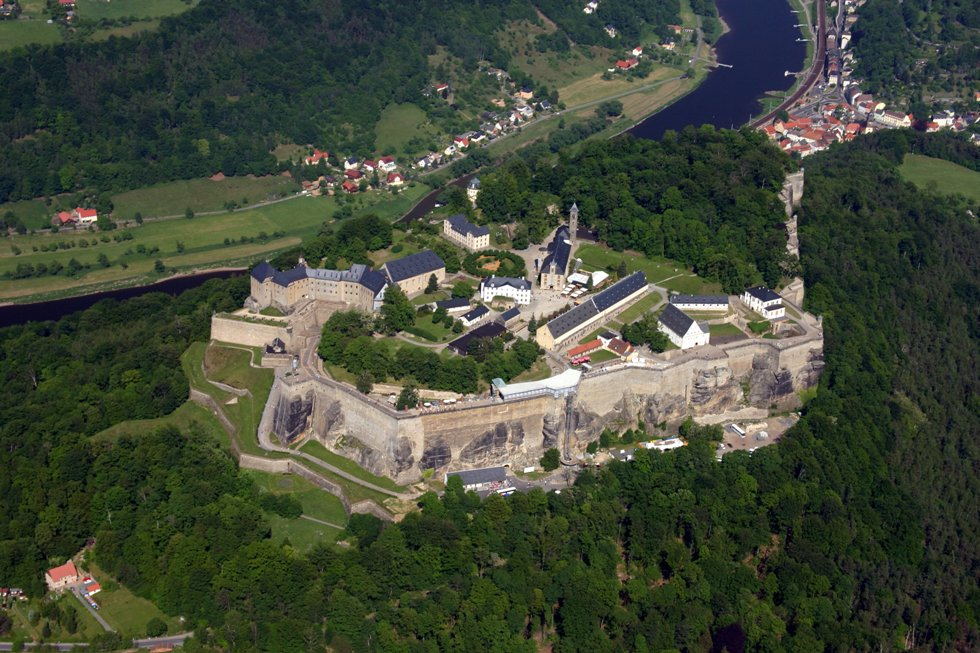 Aereal_photo_of_Festung_Königstein,_October_2008