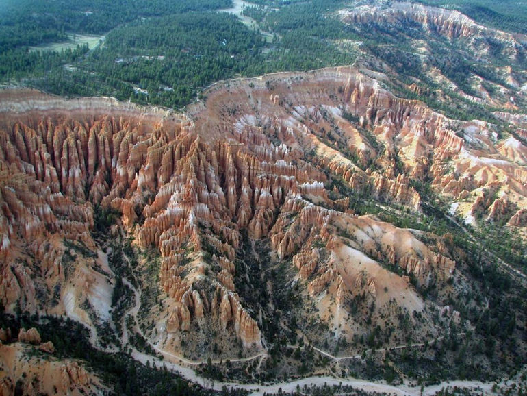Aerial-Amphitheater-looking-towards-Sunset-Point-from-over-the-Canyon1